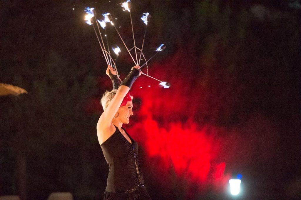 Feuershow-Lichtshow-Musical-abba show für Hochzeit und Firmenevent, Feuerkünstler, Heidelberg, Mannheim, Weinheim, Sinsheim, Pforzheim, Stuttgart, Darmstadt, Frankfurt, Wiesbaden, Kaiserslautern, Saarbrücken