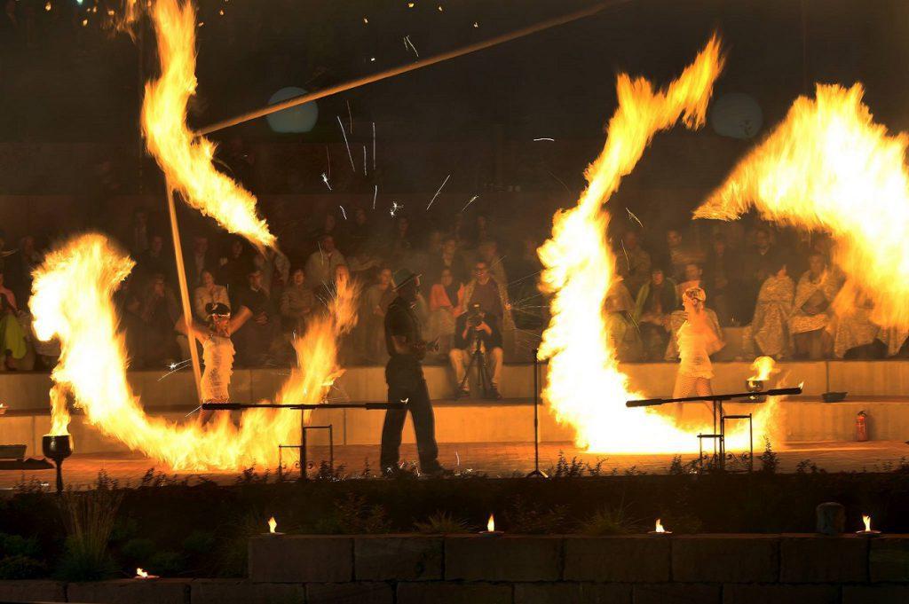 feuershow für firmenevents-zwanziger jahre-feuerwerk-herz feuerwerk-heidelberg