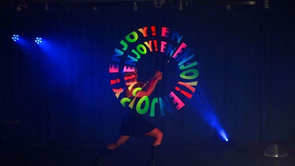 led show-grafik-pixel poi-tanz-lichtshow-lightshow-lightshow grafik-led-lichtshow-heidelberg-mannheim-frankfurt-pixel-poi-logo-darstellen-firmenevent-firmenfeier-corporate-events