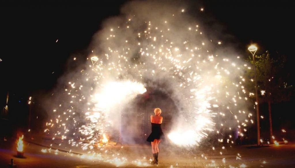 Feuertanz-Pyrotechnik-Tänzerin-Sabrina Wolfram-Pyrotechniker-Feuershow-Lichtshow-Livemusik aus Heidelberg