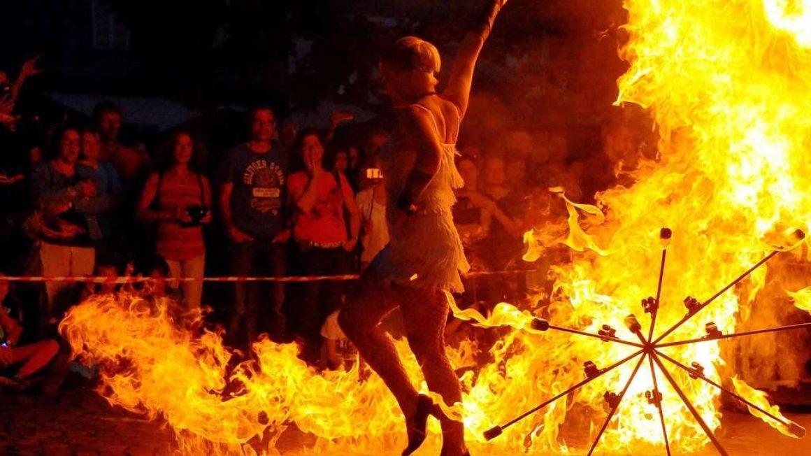 Firmenevents-sabrina wolfram-feuershow-late-night-shopping-dieburg-in-blau-event