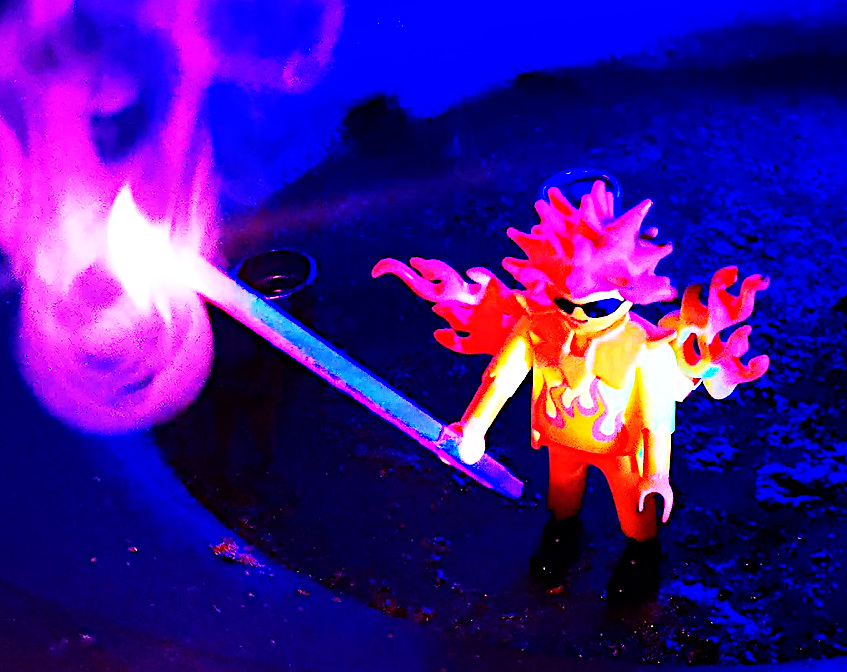 Corona-Feuershow-covid19-Sabrina-Wolfram-Künstlerin-Heidelberg-playmobil-kreativ-home-office-pyrotechniker-feuerartisten-buchen